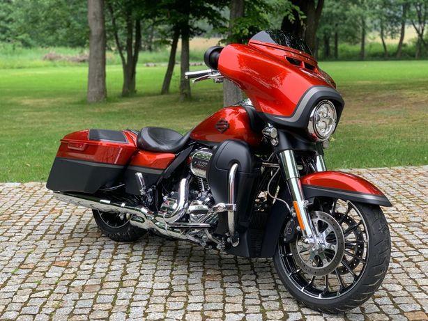 Harley Davidson Street Glide CVO 117 Vance & Hines