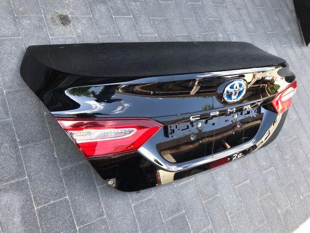 Крышка кришка багажника Toyota Camry 70 тойота камри кемри (в наличии!