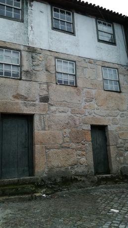 Casa em pedra para restauro e ainda habitável com alguns arranjos