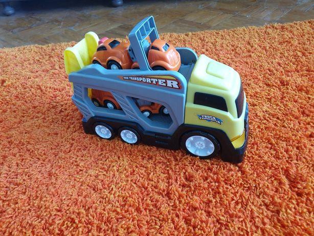 Camião acompanhado com 4 carros