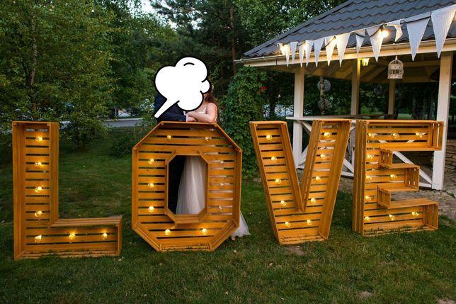 Napis love drewniany