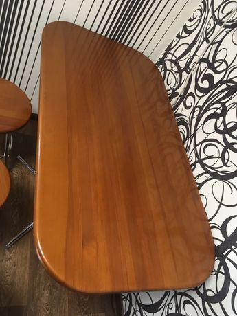 Продам кухонний стіл із табуретками