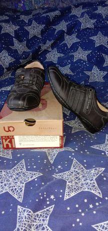 Кросовки кожаные,черного цвета
