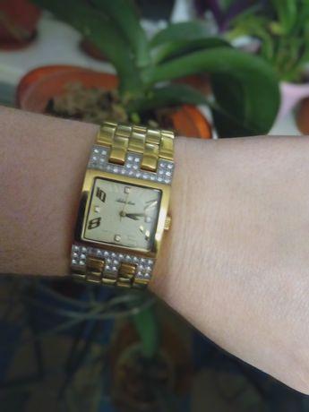 Женские часы Adriatica