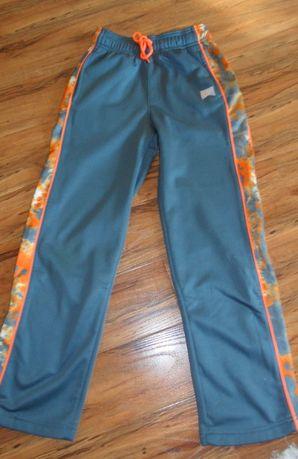 spodnie dresowe NIKE na wzrost 140-152 stan bdb
