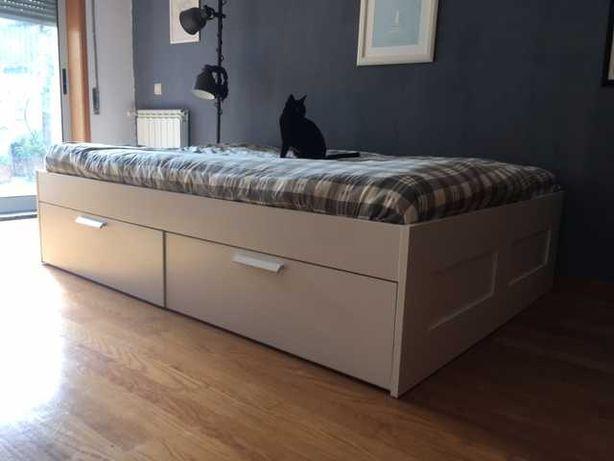 Cama IKEA BRIMNES com cabeceira em muito bom estado