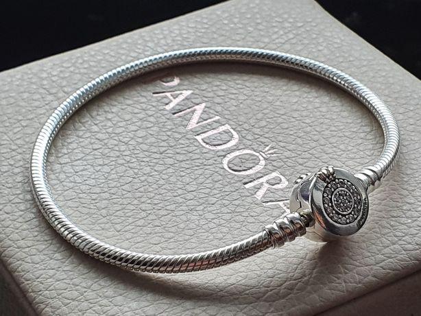 Bransoletka Pandora Moments z O w koronie