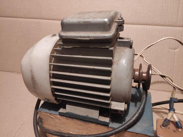 Двигатель Асинхронный 0.66квт, 1389 об.мин. 220\380в. СССР.