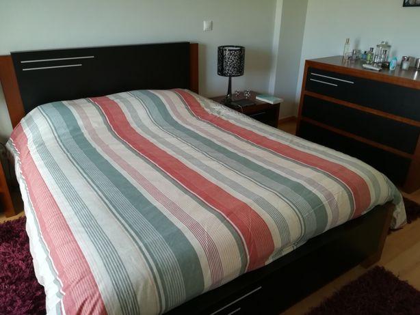 Mobília de quarto em excelente estado