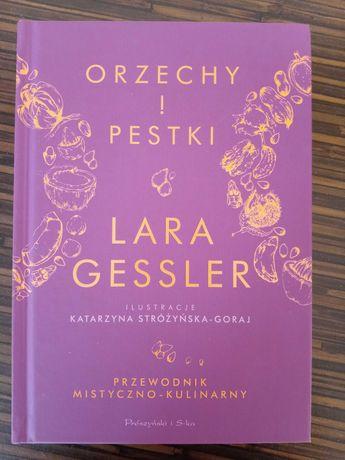"""Lara Gesler """"Orzechy i pestki"""""""