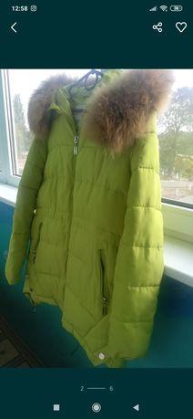 Продам женскую зимнюю куртку на синтепоне+ шапку теплую на ангоре