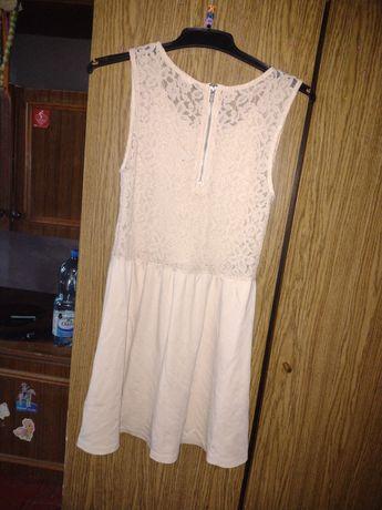 Oddam sukienke kremowa w koronke