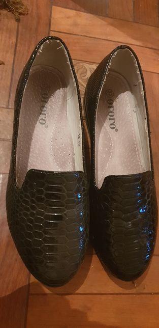 Срочно! Туфли лакированные для девочки
