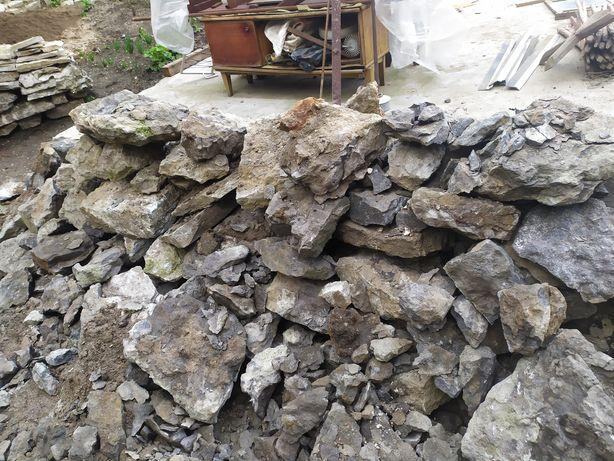 Камінь безкоштовно різний до понеділка