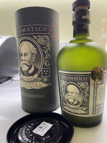 Пустая бутылка и туба ром diplomatico reserva exclusiva