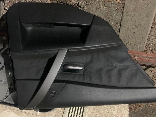 Boczek, tapicerka drzwi BMW E60, E61. Czarna skóra.
