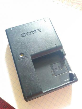 Зарядное устройство Sony bc-csgb