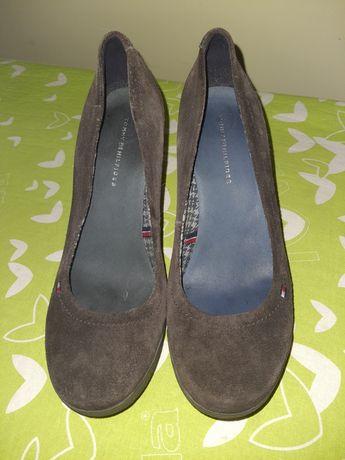 Czółenka  buty zamszowe na obcasie  tommy hilfiger brąz 37rozm.