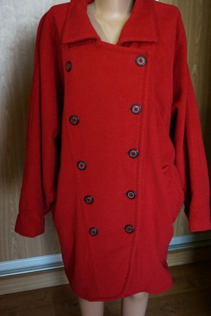 Пальто красное,шерстяное