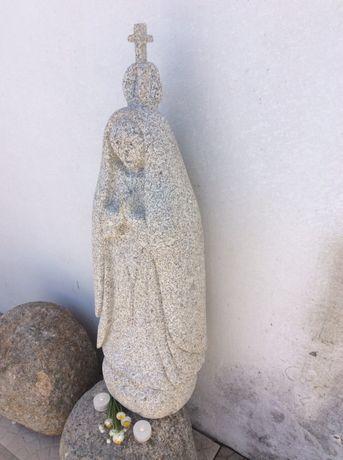 S. Fatima em granito
