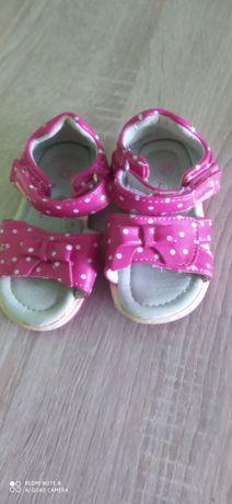 Sandałki dla dziewczynki r. 21