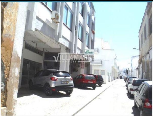 Loja com 50 m2 situada na Baixa de Olhão