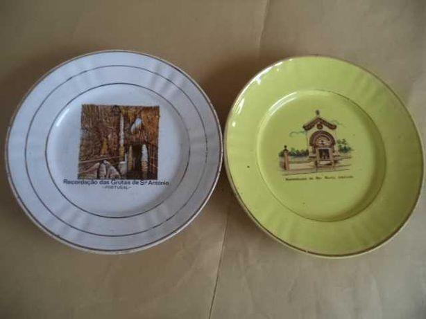 Pratos ( 1+1 ) em Louça Decorativa ( Antiga )
