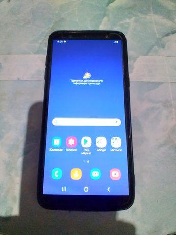 Телефон Samsung J8