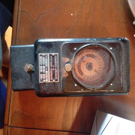 Contador de electrecidade antigo