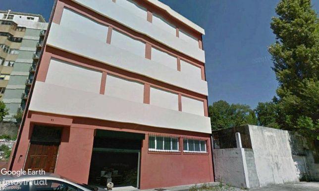 Edifício com 970m2 a 400m da Faculdade de Ciências - Porto