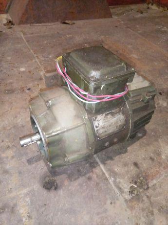 Двигатель постоянного тока 0.3кВт. 220в