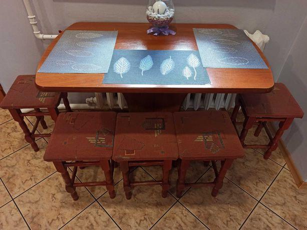 Stół i cztery taborety