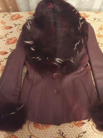 Кожна курточка M