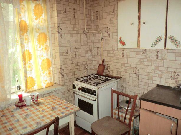 Продам 1к Днепродзержинская 1/5 дом кирпичный кухня 7м2