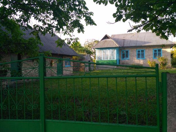 Продається будинок площею 62,2 м2 із прибудинковою ділянкою 70 соток.