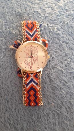 Zegarek na rękę z plecionym paskiem