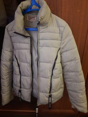 Продам  курточку осень весна