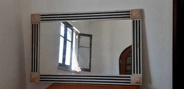 Espelho antigo em mármore