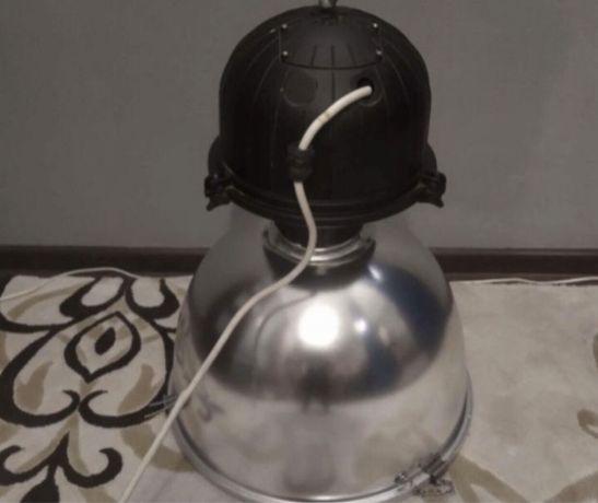 Duże lampy przemysłowe