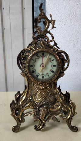 Relógio em latão antigo
