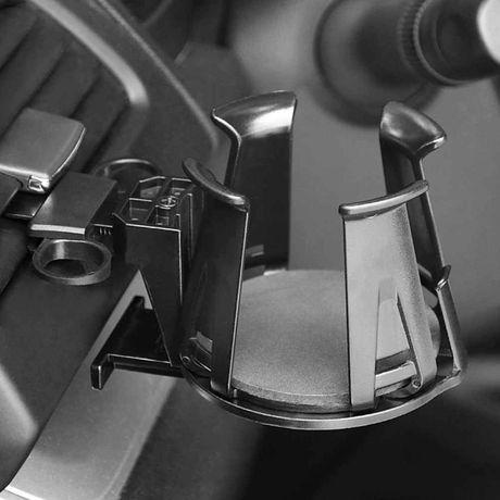 Uchwyt na kubek do samochodu mocowany na kratkęnawiewu