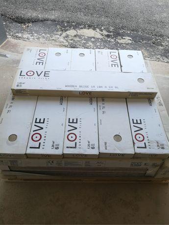 Piso cerâmico Love Tiles - imitar madeira
