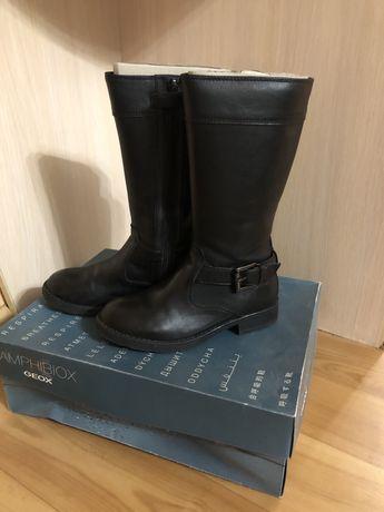 Кожаные сапоги Geox, размер 29, по стельке 19,3 см; цена 400 грн