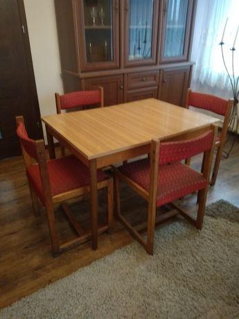 Zestaw stół i cztery krzesła PRL Vintage