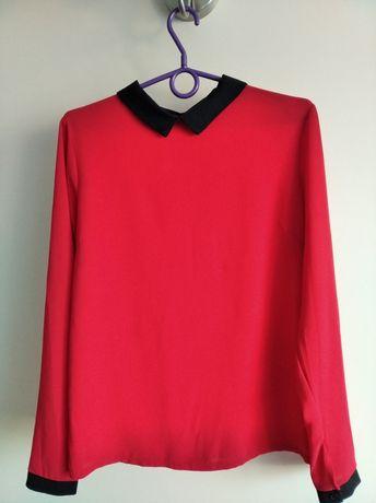 Elegancka czerwona bluzka z kołnierzykiem