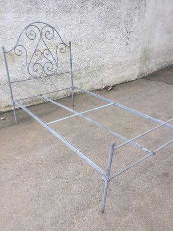 Estrutura de cama metalizada