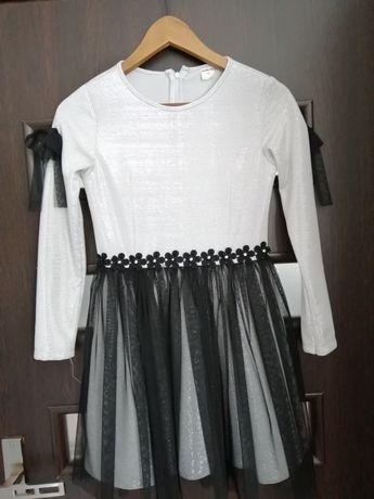 Śliczna sukienka 152