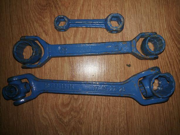 Stare narzędzia do kolekcji lub użytku PRL, młotek, kowadło, pilnik