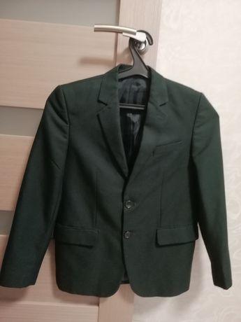 Пиджак школьный темно-зелёный 3-4класс.