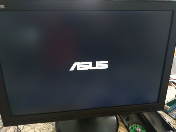 Monitor de PC Asus + Teclado HP + Rato Labtec.